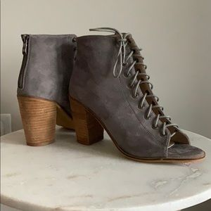 🆕 Lace up booties from Nordstrom